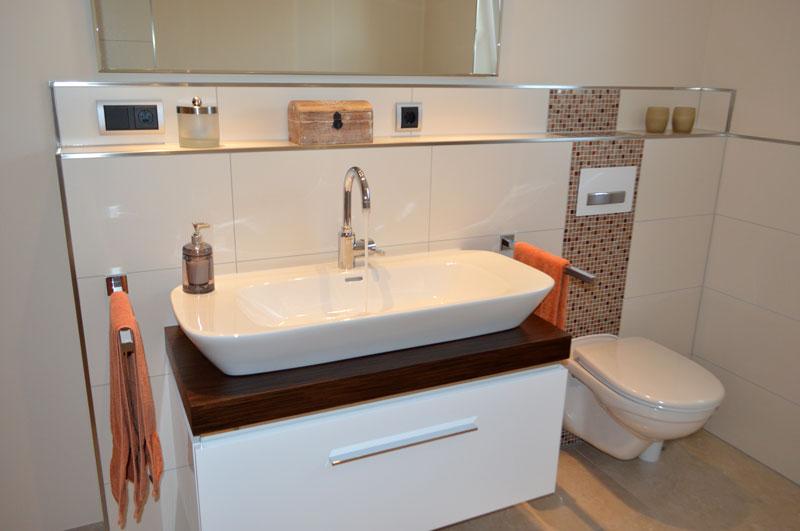 bad mit mosaikdetails. Black Bedroom Furniture Sets. Home Design Ideas